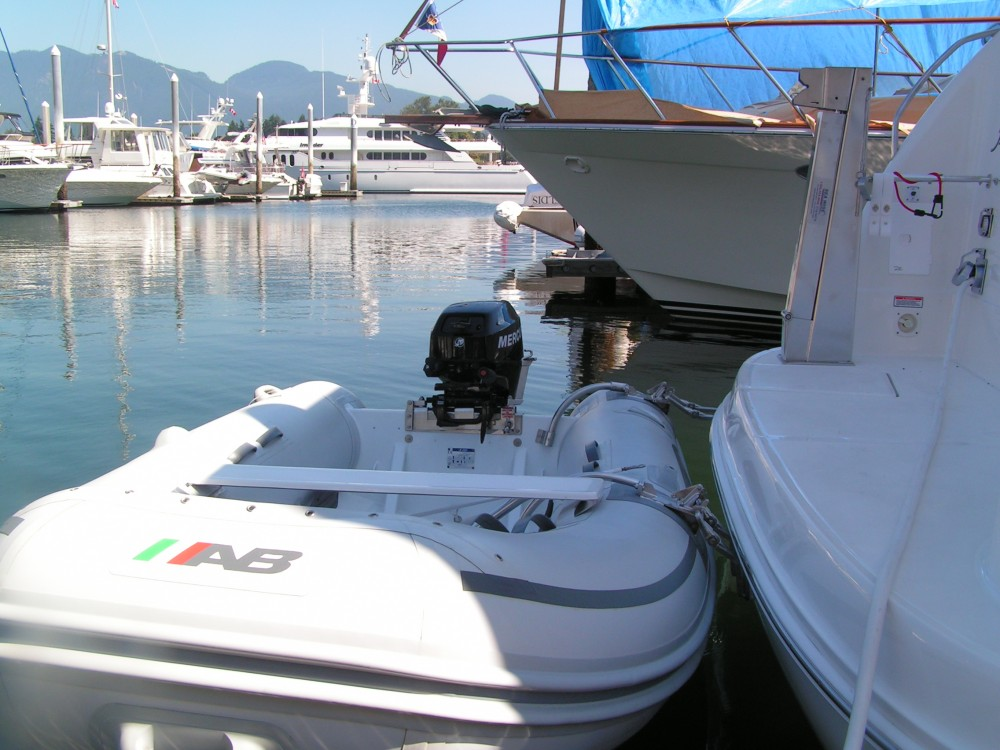 390 Motor Yacht